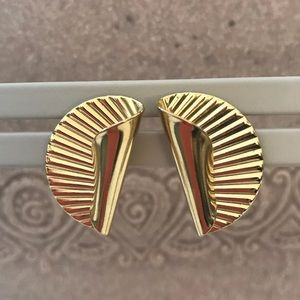 Jewelry - Vintage 1980 Gold Tone Post Earrings